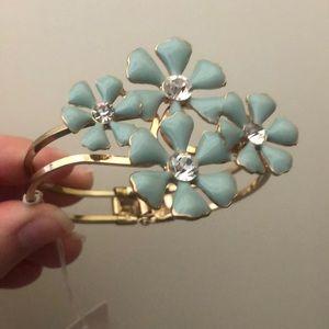 NWT flower bracelet